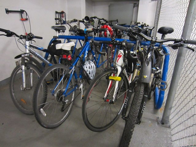 Crowded-bike-cage-at-Hornby-and-Dunsmuir