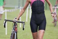 lose weight cycling - woman triathlon cyclist