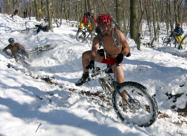 Keep Warm for Winter Cycling. It s really important to wear the right  clothes to stay warm throughout your commute. These df9b6ea4c